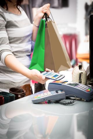 Smartphone statt Kreditkarte: Neue Apps entlasten die Brieftasche - und machen das Bezahlen mit dem Smartphone möglich. Immer mehr Tankstellen, Restaurants und Shops unterstützen inzwischen das Bezahlen per Smartphone.