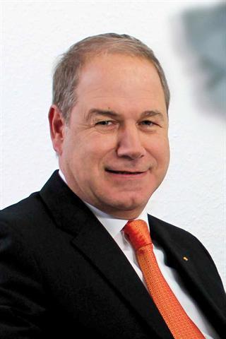 Athanasios Almbanis, Experte für Pflegevorsorge und Pflegezusatzversicherung bei der DFV Deutsche Familienversicherung AG.