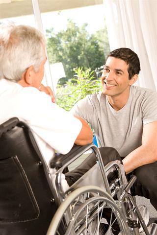 Der demographische Wandel wird zu einem starken Anstieg bei den Pflegebedürftigen führen - das Thema Pflege beschäftigt deshalb viele Menschen.