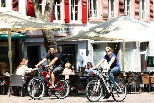 Pedelecs eignen sich für lange Touren ebenso wie für kurze Strecken - beispielsweise zum Einkaufen oder ins Büro.