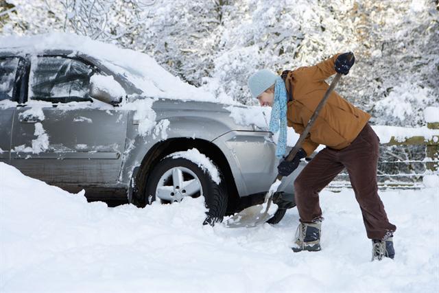 Wer sein Auto rechtzeitig fit gemacht hat, wird beim ersten kräftigen Wintereinbruch keine bösen Überraschungen erleben.