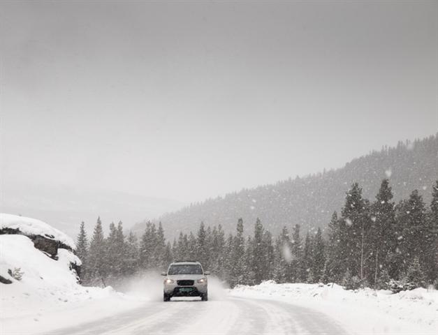 In jeder Situation kann es bei einer Fahrt durch den Schnee brenzlig werden – wer gut darauf vorbereitet ist, kann sicher reagieren.