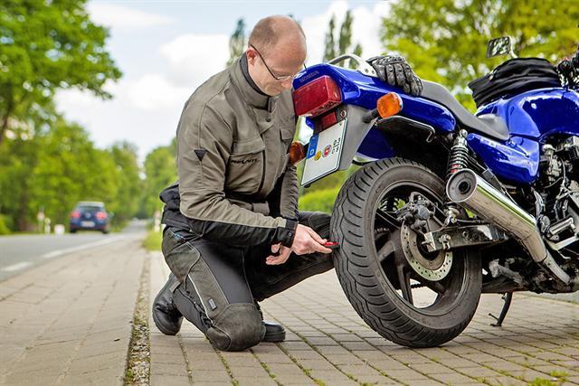 Gerade zum Start in die neue Saison sollten alle Funktionen des Bikes gründlich überprüft werden.