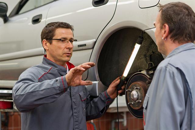Gerade an sicherheitsrelevanten Teilen wie der Bremse sollten nur vom Hersteller zugelassene Ersatzteile eingesetzt werden.