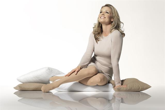 Wer pflegende Kompressionsstrümpfe trägt, mindert die Gefahr von trockner und juckender Haut.