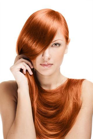 Rötlich schimmernde Haare sind perfekt für den Herbst-Typ.