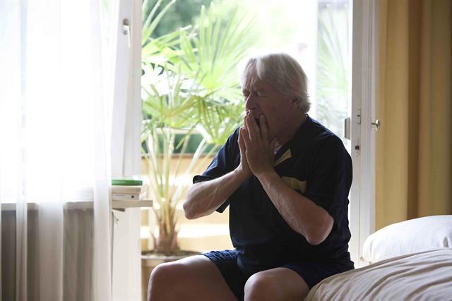 Atemnot und Brustenge können bei Herzpatienten auf einen erhöhten Ruhepuls hinweisen.