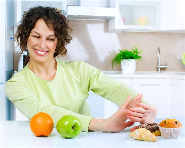 Wer auch bei der täglichen Ernährung auf seinen Säure-Basen-Haushalt achtet, muss Obst und Gemüse den Vorzug vor süßen Backwaren geben.