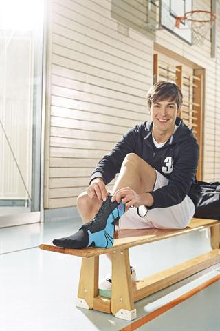Modulare Sprunggelenkbandagen begleiten die Therapie nach einem Bänderriss während des gesamten Zeitraumes. Sie können auch im Schuh getragen werden.