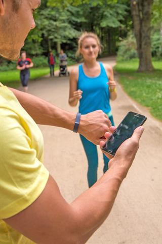 Wer sich täglich eine halbe Stunde bewegt oder 10.000 Schritte geht, hat das Wichtigste für Gesundheit und Fitness schon geschafft.