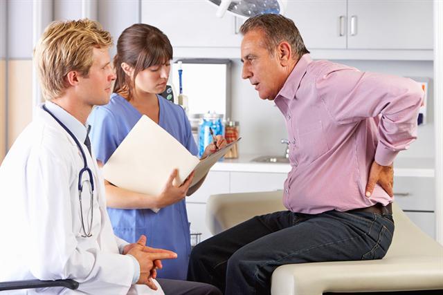 Bei Beschwerden schnell zum Arzt - das kann verhindern, dass Schmerzen chronisch werden.