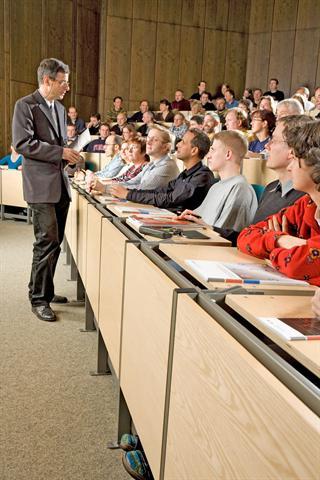 Den Unialltag verbringen Studenten vor allem im Sitzen - im Hörsaal, in der Bibliothek oder zu Hause am Schreibtisch.