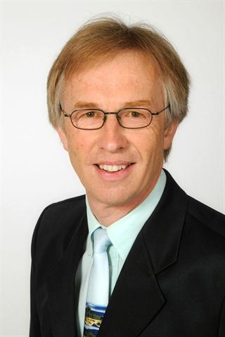 Dr. med. Rainer Matejka, Facharzt für Allgemeinmedizin / Naturheilverfahren, Experte für biologische Medizin (Univ. Mailand) und medizinischer Leiter der Matejka Tagesklinik in Kassel.