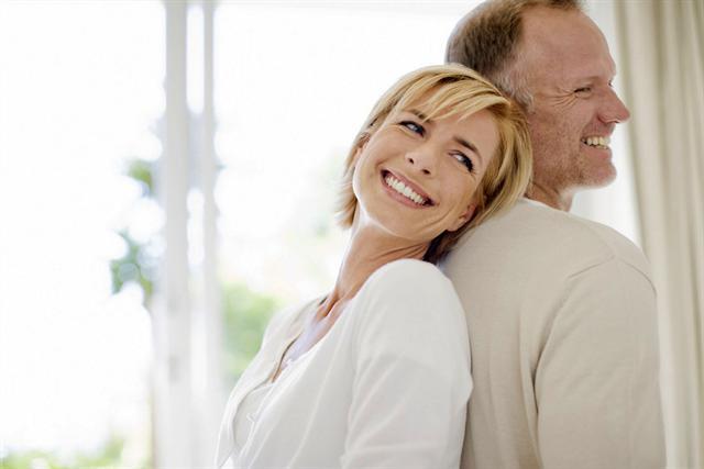 Sichere Verhütung mit der Pille macht das Zusammensein mit dem Partner unbeschwert. Gegen hormonell bedingte Scheidentrockenheit kann eine lokale Östriol-Therapie helfen.